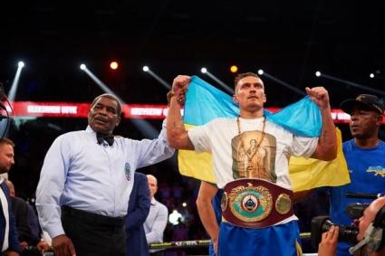 Александр Усик защитил свой титул чемпиона мира по версии WBO в тяжелом весе.
